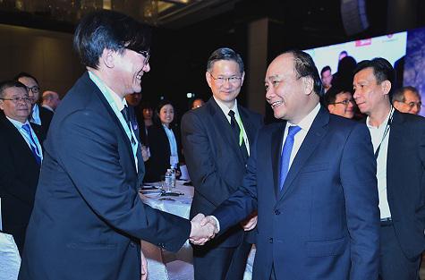 Thủ tướng Nguyễn Xuân Phúc cùng các đại biểu quốc tế tại Hội nghị Thượng đỉnh kinh doanh ASEAN 2016 vào ngày 8-12Ảnh: ĐÔNG BẮC