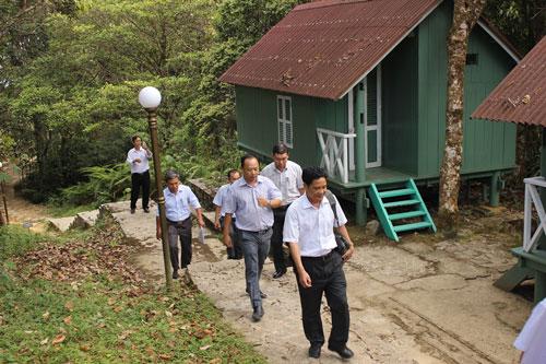 Đoàn cán bộ của Sở Nông nghiệp và Phát triển nông thôn tỉnh Khánh Hòa trong một lần kiểm tra tại đỉnh Hòn Bà