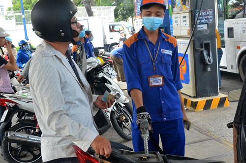 Giá xăng dầu trên thị trường đã tăng từ cuối ngày 5-10. Trong ảnh: Một cửa hàng xăng dầu tại TP HCMẢnh: Tấn Thạnh