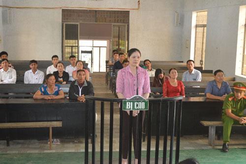 Bị cáo Nguyễn Thị Hằng luôn khẳng định mình không lừa đảo