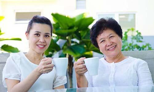 Sự hiểu biết và chăm sóc đúng cách của người thân sẽ như liều thuốc giúp người đái tháo đường vượt qua bệnh tật