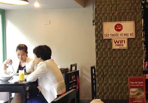 Nhiều nhà hàng treo biển cấm hút thuốc lá