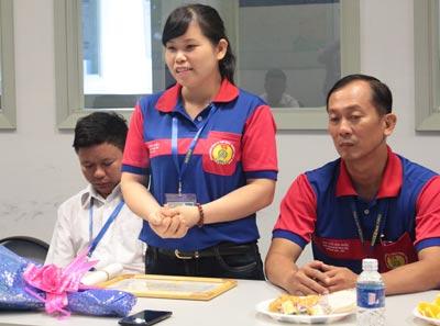 Chị Hà Thị Bẩy, nhân viên siêu thị Metro Biên Hòa, chia sẻ về hành động phát hiện của rơi, trả lại cho người mất
