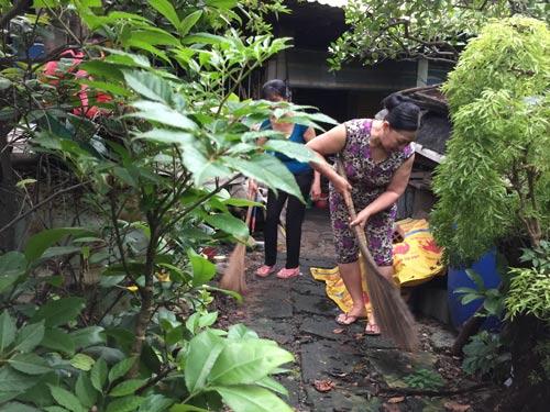 Dọn dẹp vệ sinh để phòng ngừa virus Zika tại khu nhà trọ phường Linh Xuân, quận Thủ Đức, TP HCM