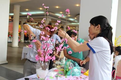 CNVC-LĐ quận 1, TP HCM tham gia hội thi thiết kế cành mai, cành đào Tết