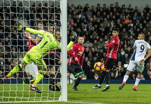 Một tình huống sóng gió trước khung thành Man United