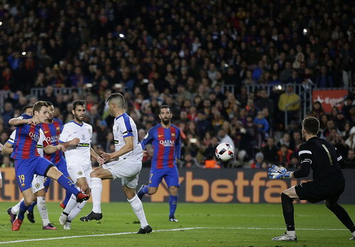 Lucas Digne (19) mở tỉ số cho Barcelona