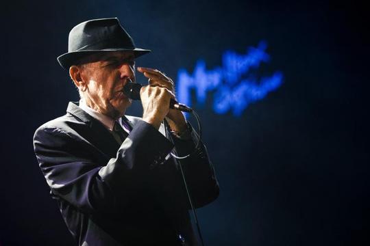 Người quản lý của Leonard Cohen ngày 16-11 công bố ca sĩ, nhạc sĩ, nhà thơ huyền thoại người Canada này qua đời trong lúc ngủ