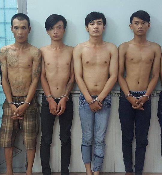 Nhóm thanh niên bị bắt sau khi xảy ra sự việc