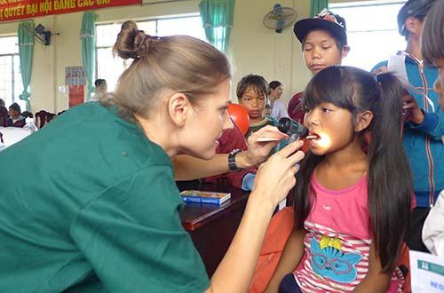 Family Medical Practice khám bệnh từ thiện