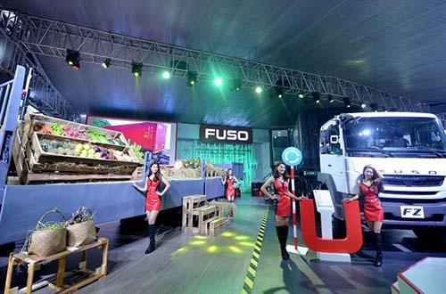 Gian hàng FUSO tại Triển lãm Ô tô Việt Nam 2016 có diện tích lên đến 500 m2