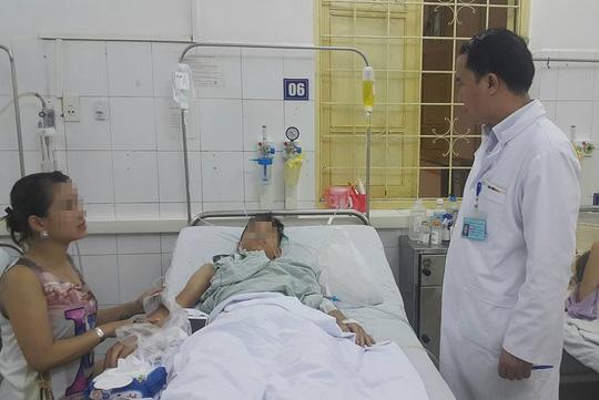 Nam thanh niên đang được điều trị tại bệnh viện