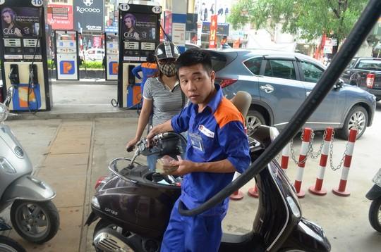 Nhập khẩu xăng dầu từ Trung Quốc tăng đột biến trong tháng 10 - Ảnh 1.