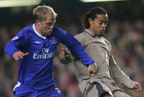 Eidur Gudjohnsen từng là đồng đội của Ronaldinho ở Barca