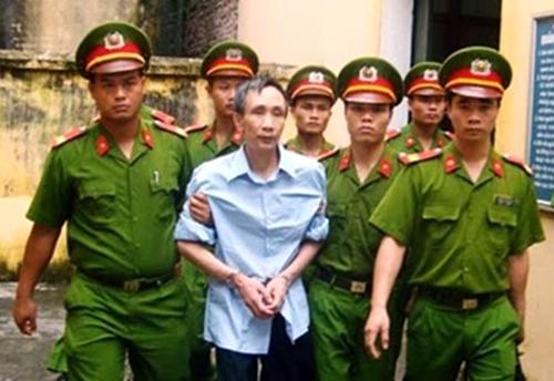 Ông Hàn Đức Long trong một lần bị áp giải đưa ra xét xử