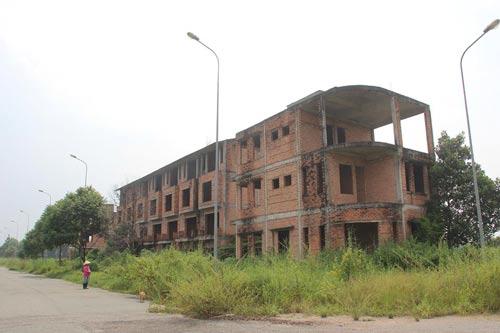 Những căn biệt thự xây nửa chừng rồi bỏ dở ở huyện Nhơn Trạch, tỉnh Đồng Nai