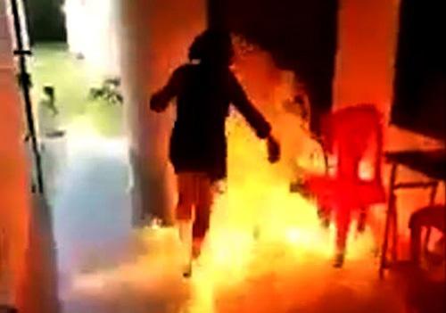 Nữ sinh đốt phòng y tế của trường vì lỡ câu like (ảnh từ clip)