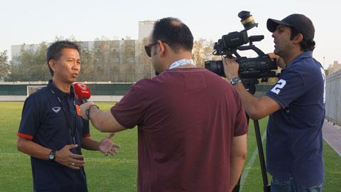 HLV Hoàng Anh Tuấn trả lời báo chí rất tự tin trước trận gặp U19 UAE