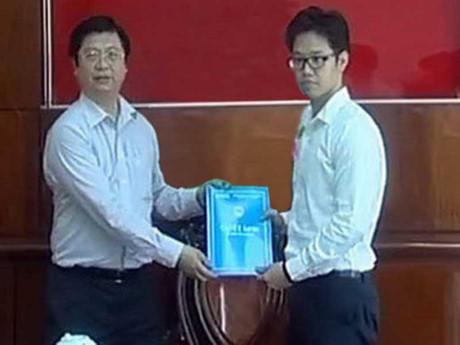 Ông Vũ Minh Hoàng khi được bổ nhiệm làm phó giám đốc Trung tâm Xúc tiến đầu tư - Thương mại và Hội chợ triển lãm TP Cần Thơ. Ảnh: PLO