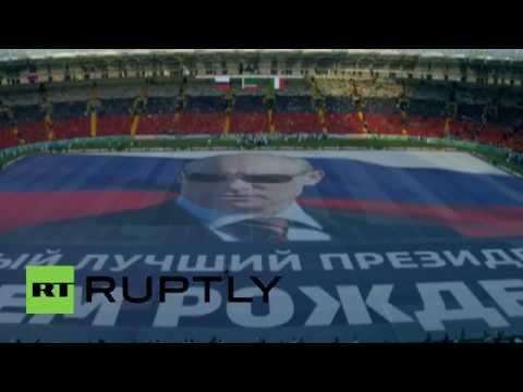 Sự kiện đặc biệt trên sân vận động Grozny mừng sinh nhật ông Putin năm 2015. Ảnh cắt từ YouTube