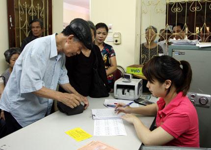 Đổi thẻ BHYT cho người hưu trí từ đầu năm 2017