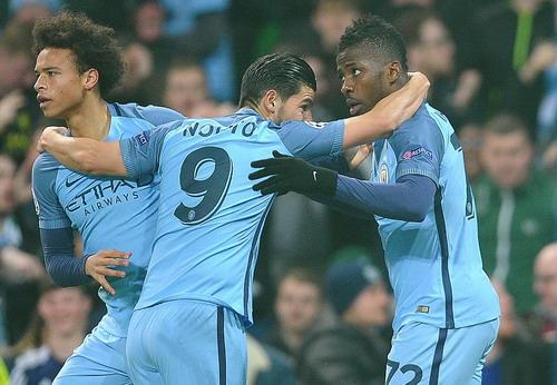 Iheanacho (phải) có bàn thắng thứ 13 cho Man City