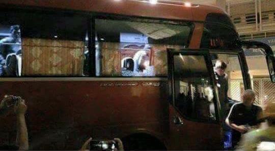 HLV Riedl và tuyển Indonesia lập tức quay xe trở lại sân Mỹ Đình và chờ BTC đổi cho xe khác để trở về khách sạn