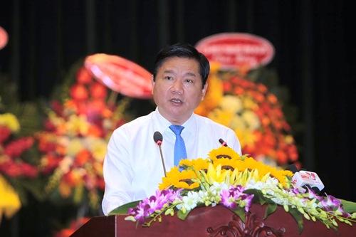 Bí thư Thành ủy TP HCM Đinh La Thăng phát biểu tại buổi họp mặt. Ảnh Bảo Ngọc