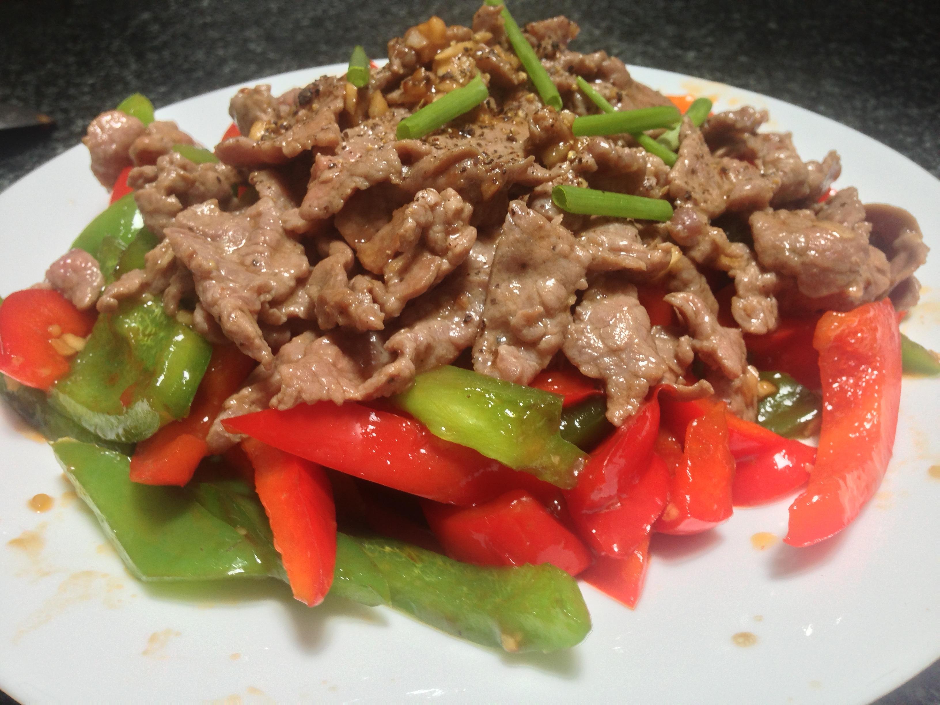 Bữa ăn gia đình thêm ngon với món ớt chuông xào thịt bò