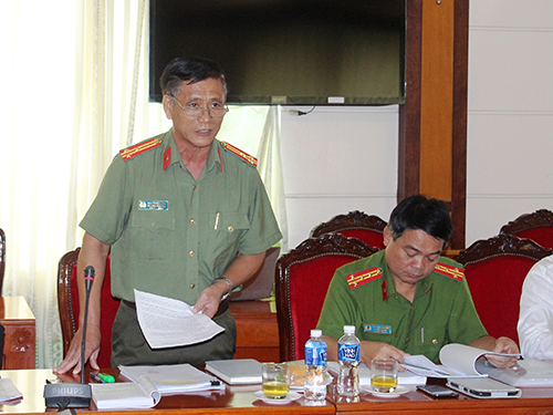 Thượng tá Nguyễn Hữu Bằng, Phó trưởng Phòng Pháp chế và Cải cách hành chính, tư pháp - Công an TP HCM, phát biểu tại buổi hội thảo