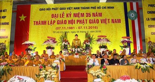 Lãnh đạo, nguyên lãnh đạo Trung ương và TP HCM dự đại lễ kỷ niệm 35 năm ngày thành lập Giáo hội Phật giáo Việt Nam. Ảnh: Bảo Ngọc