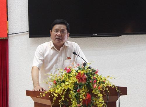 Bí thư Thành ủy TP HCM Đinh La Thăng trả lời cử tri quận 3. Ảnh Bảo Nghi