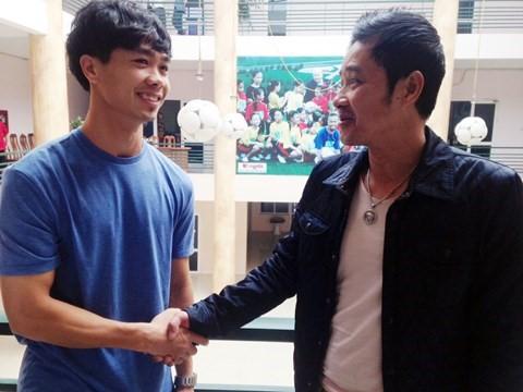 Cựu danh thủ Nguyễn Hồng Sơn động viên Công Phượng khi hai người gặp nhau tại LĐBĐ Việt Nam