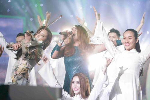 """Janice Phương thăng hoa trên sân khấu Vietnam Idol 2016 với ca khúc """"Hello Vietnam!"""""""