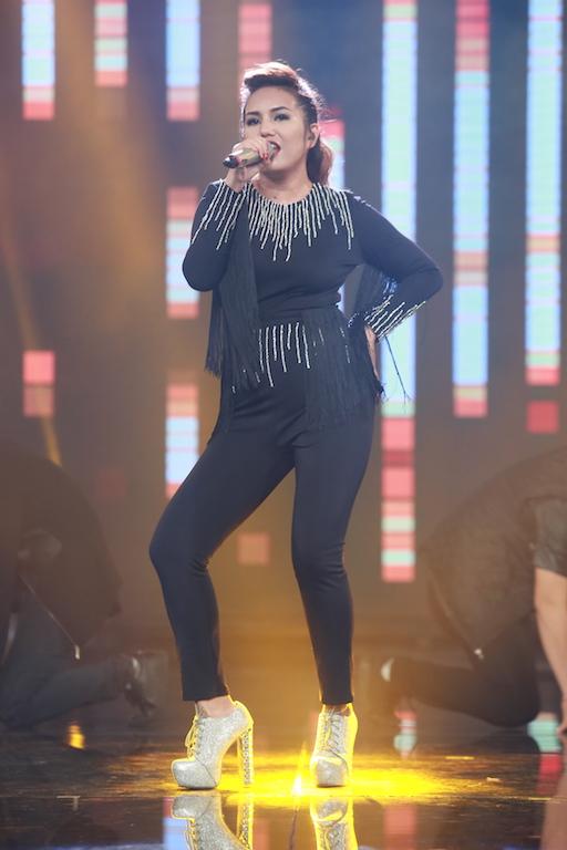 Janice Phương trình diễn trên sân khấu Vietnam Idol trong đêm chung kết