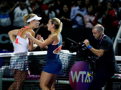 Kerber thi đấu sòng phẳng ở vòng bảng để vào chung kết với Cibulkova