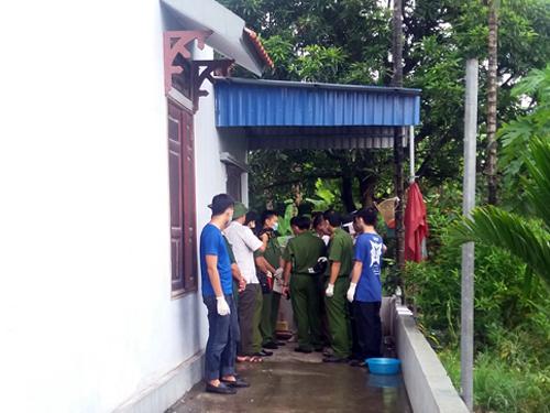 Lực lượng chức năng khám nghiệm tại hiện trường vụ sát hại dã man 4 bà cháu vào chiều 24-9