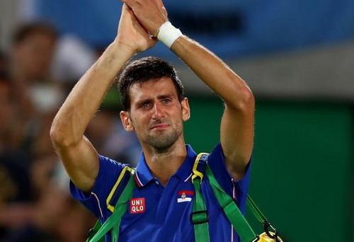 Những giọt nước mắt chân thành không đủ giúp Djokovic giành thiện cảm của khán giả