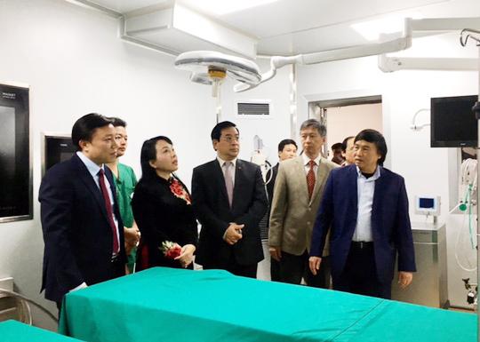Bộ trưởng Bộ Y tế Nguyễn Thị Kim Tiến thị sát Bệnh viện đầu tiên ở khu vực miền núi phía Bắc có phòng mổ tim hiện đại