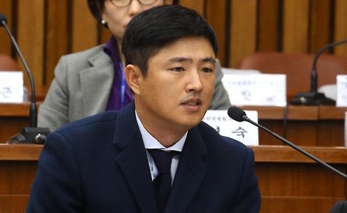 Ông Ko Young-tae tại phiên điều trần hôm 7-12. Ảnh: Yonhap