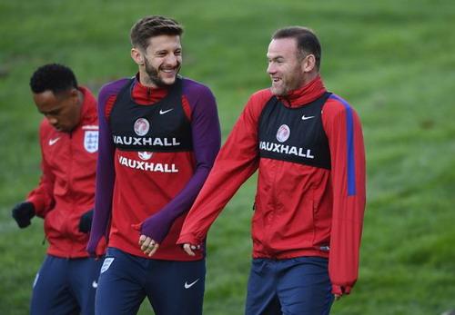 Lallana và Rooney trong buổi tập của tuyển Anh chiều 13-11