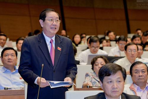 Bộ trưởng Bộ Nội vụ Lê Vĩnh Tân cho biết ngày 10-11 báo cáo Chính phủ quy trình xử lý kỷ luật hành chính đối với ông Vũ Huy Hoàng, nguyên Bộ trưởng Bộ Công Thương - Ảnh: Quochoi.vn