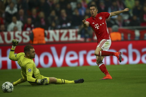 Lewandowski ghi bàn thứ ba cho Bayern