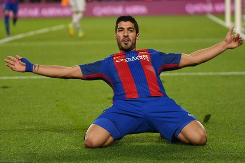 Hoàn tất cú đúp trong trận, sát thủ Luis Suarez trở lại
