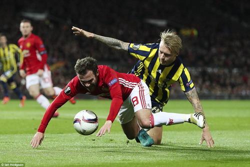 Juan Mata góp công ở 2 bàn thắng đầu tiên