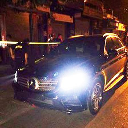 Chiếc xe Mercedes bị lực lượng Y141 bắt giữ - ảnh: Facebook