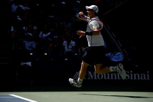 Andy Murray tiến bước mạnh mẽ vào tứ kết