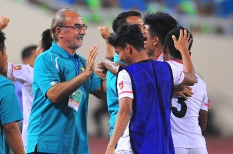 HLV Gerd Zeise tỏ ra nghiêm khắc với những tuyển thủ mắc bệnh sao như Kyaw Ko Ko