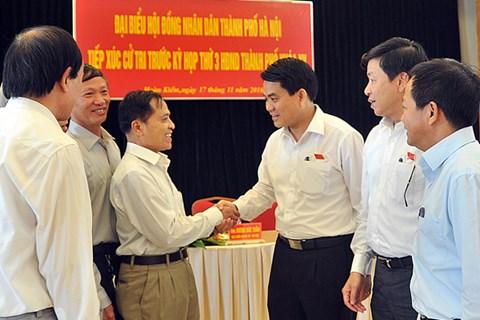 Chủ tịch UBND TP Hà Nội tiếp xúc cử tri quận Hoàn Kiếm sáng 17-11 - Ảnh: ANTĐ