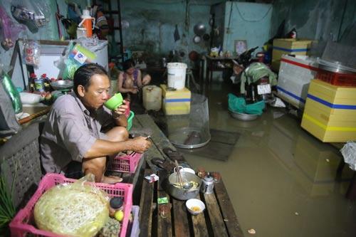 Kẹt xe và ngập nước nếu không được giải quyết thì TP HCM khó bảo đảm mục tiêu phát triển đã đề ra. Ảnh: hoàng Triều